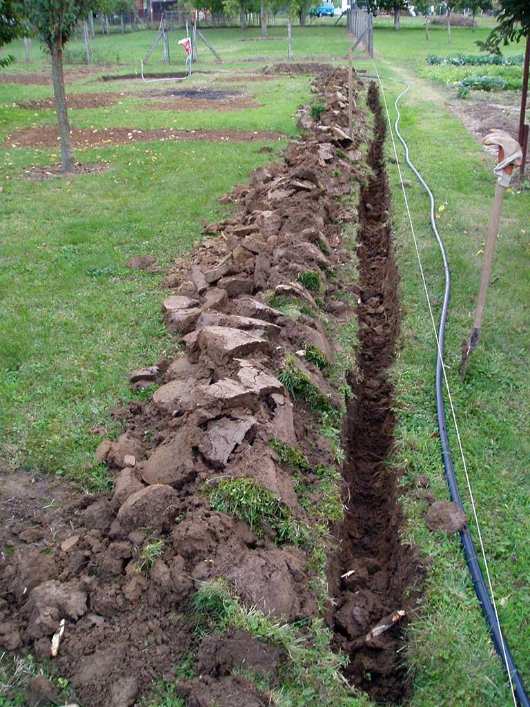 Trebalo je do kraja iskopati kanal za cijev s instalacijama.