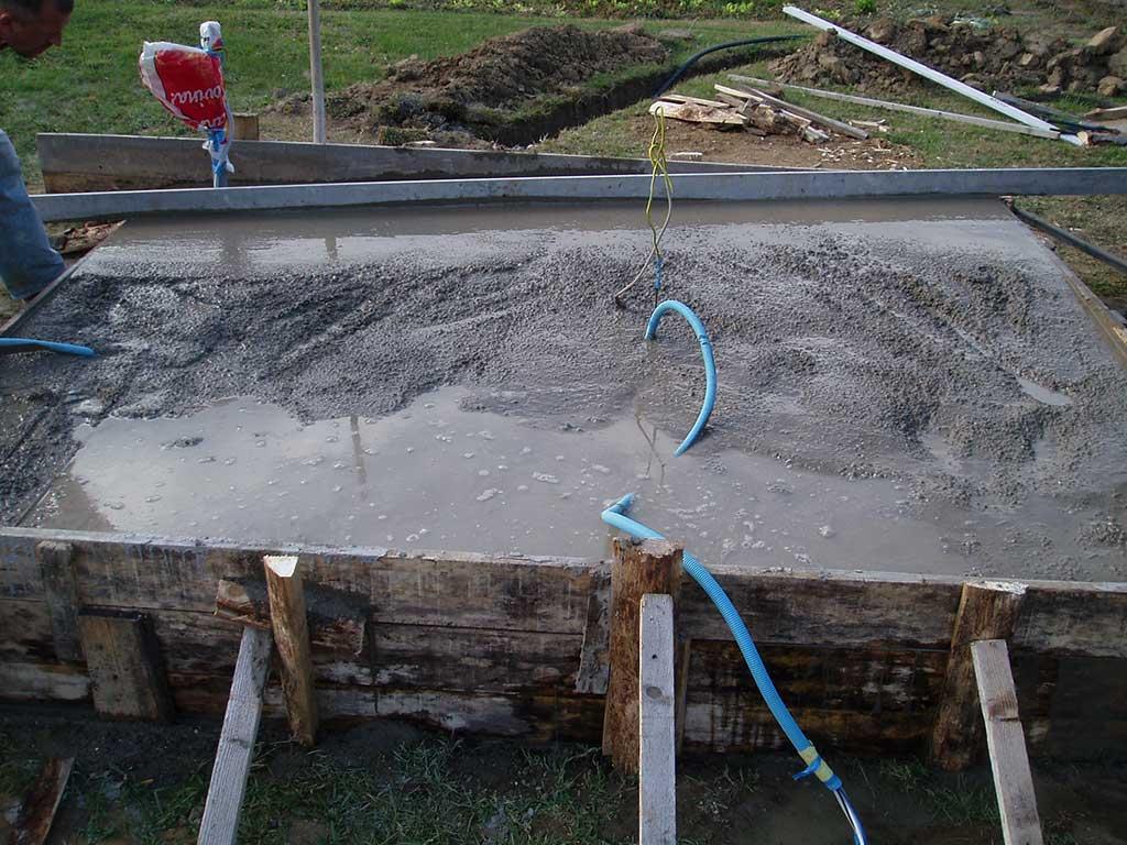 Zatim je na kraj došao završni sloj betona.