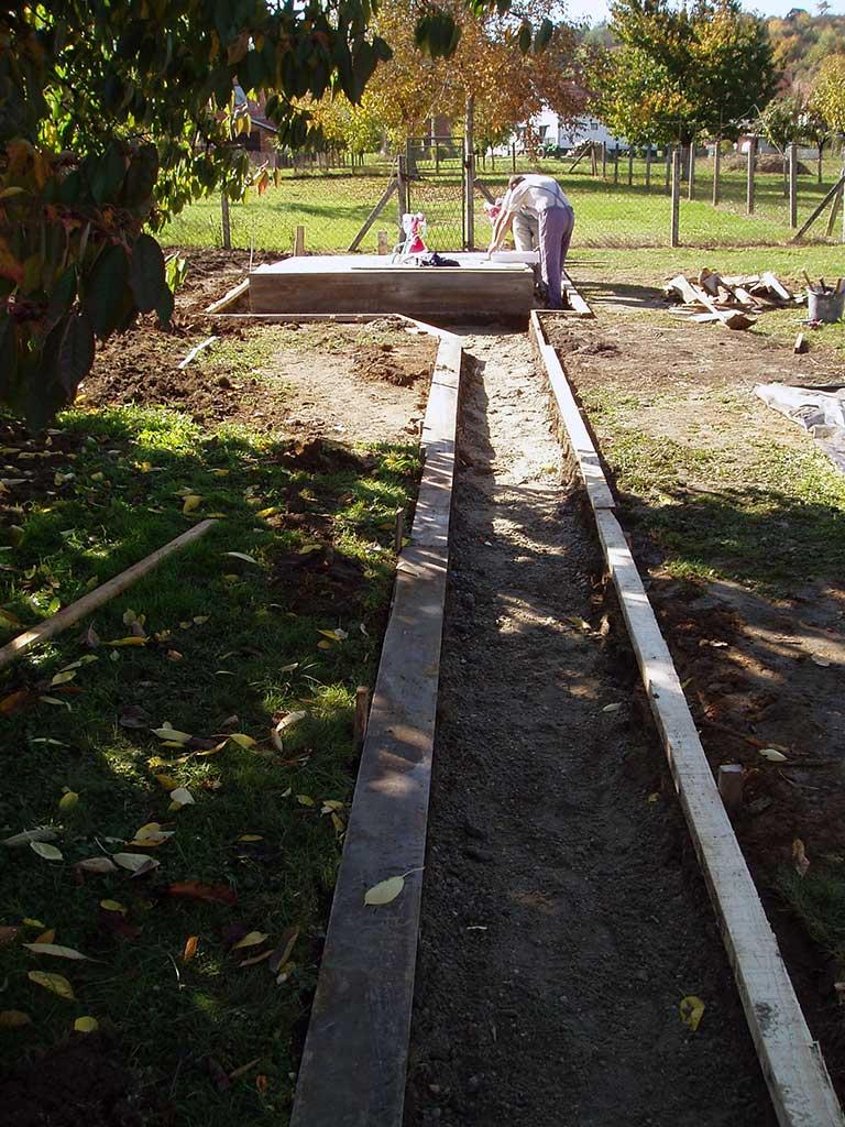 Završne pripreme pred betoniranje staze.