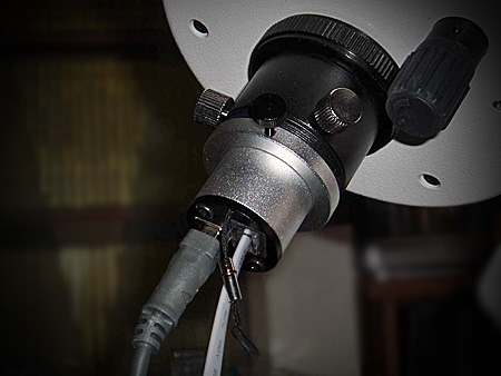 Kamera Astrolumina QHY 5-II-c u fokuseru teleskopa