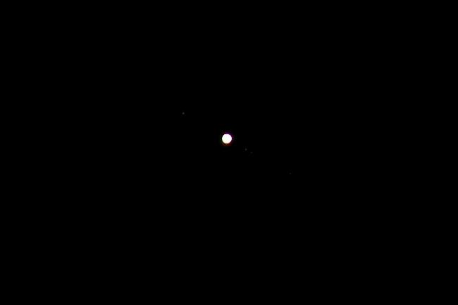 Planet Jupiter sa svojim prirodnim satelitima. ISO 100, exp. 1/3 sec. © Snimio: Danijel Reponj