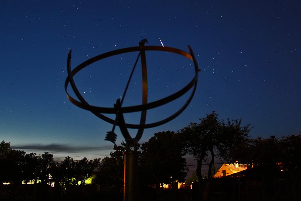 Sunčani sat i bljesak satelita Iridium 81.