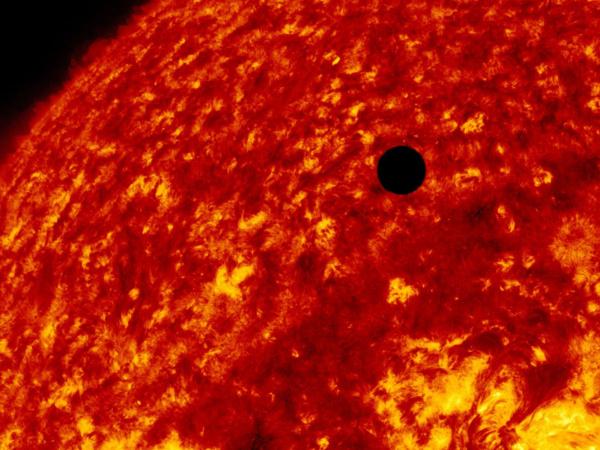 U paklenom zagrljaju Sunca